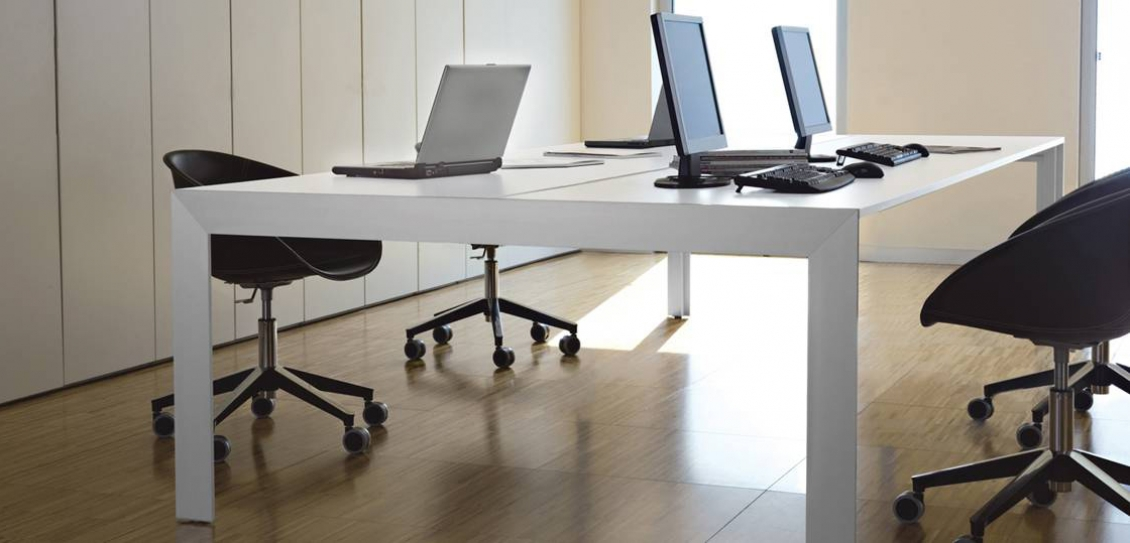 Table 4 pieds Matrix desk Claudio Dondoli Marco Pocci Pedrali
