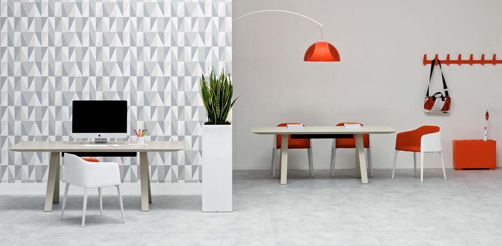 Salon Rouge Blanc Noir lampadaires excentré l002t alberto basaglia pedrali design
