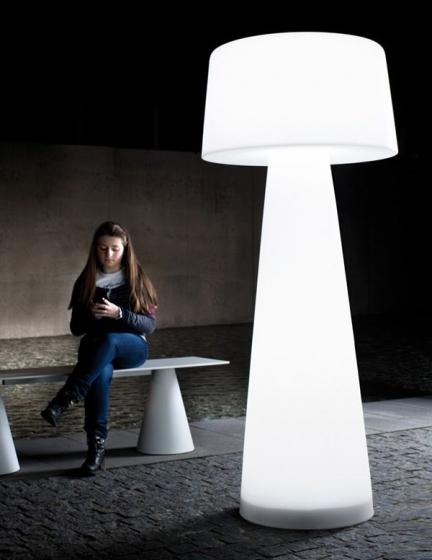 Lampadaire LED Time out Pedrali transparent blanc design extérieur jardin