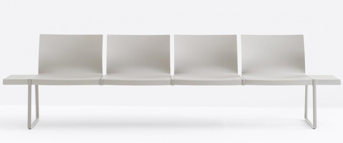 Banc public Plural Jorge Pensi Design pedrali aluminium chromé assise coques accoudoirs