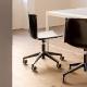 Chaise de bureau Tweet Pedrali base avec centrale et branches aluminium roulettes assise coque en polypropylène