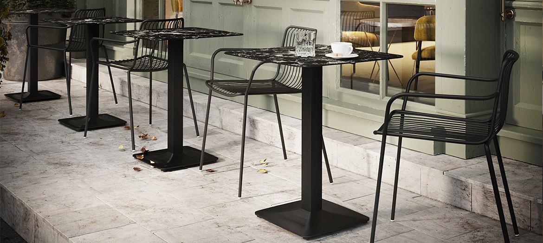 Chaise et table terrasse de restaurant